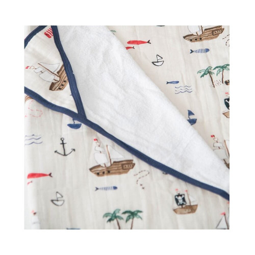 • Fully printed cotton muslin back quilted with fluffy terry cloth