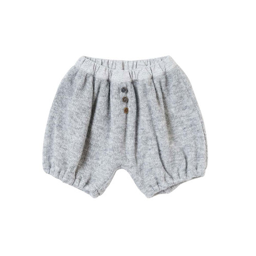 It is a knit-like fabric, and the inside that hits the skin is a soft fabric that does not tingle.
