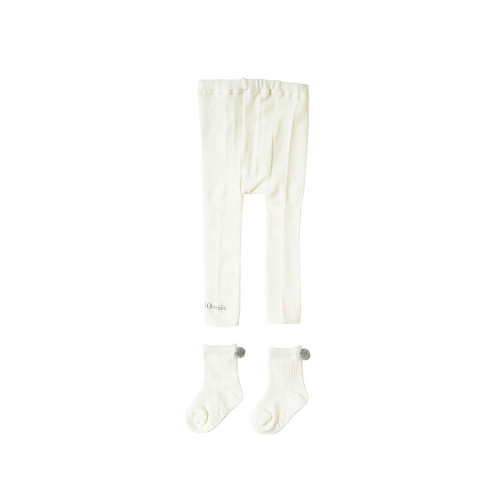 A 2-piece set that makes it easy to regulate body temperature. A set of leggings and socks that can be used like tights when worn as a set.