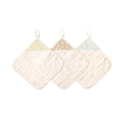 A fluffy gauze handkerchief that feels good against the skin and absorbs moisture well.