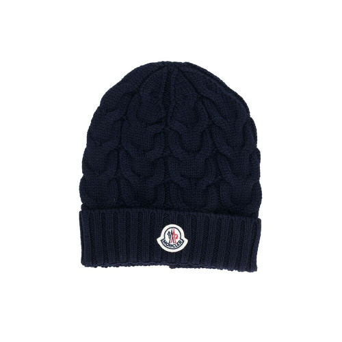 Moncler Kids is the go-to for luxurious kidswear and preppy inspired staples. This navy virgin wool ribbed knit logo beanie from Moncler Kids features a centred logo patch and a ribbed knit.