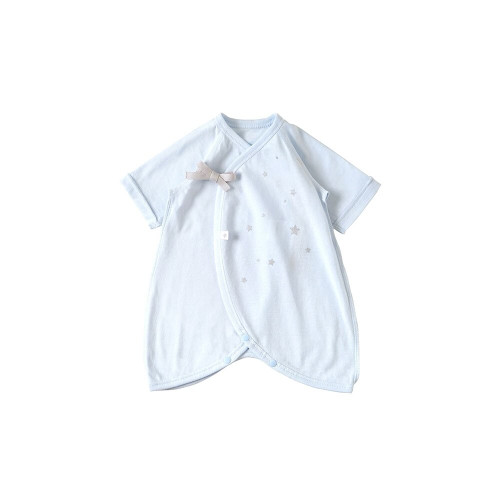 Short underwear for low birth weight babies born less than 2500g. An underwear series that fits the body of a small baby and is essential for maintaining body temperature.