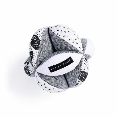 This sensory puzzle ball is designed to delight your baby's developing senses. Our signature high-contrast hand painted graphics grab baby's attention visually, while its textures provide tactile stimulation.
