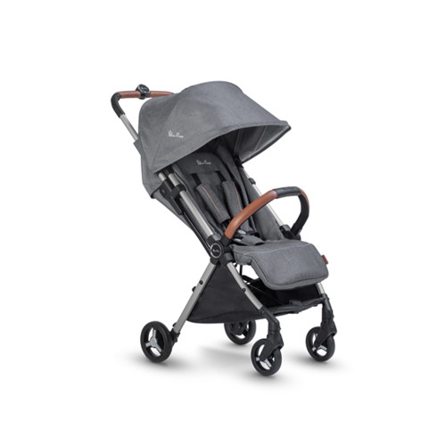 Small, light and agile, Jet makes getting out with baby super easy, no matter where you're heading.