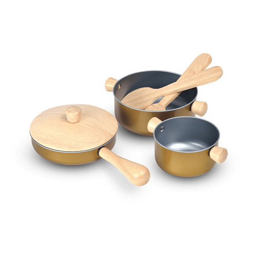 The set includes frying pan, pot with lid, saucepan, spatula, and turner.