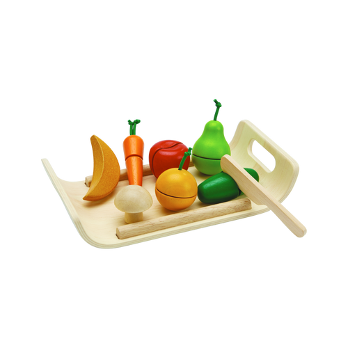 Role play as a little chef and practice making your favorite dishes! Children can let their imaginations run wild in the kitchen with the Assorted Fruit & Vegetable Set.