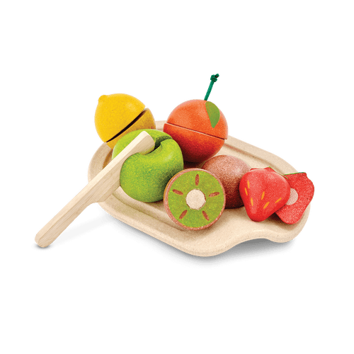 The set includes a cutting board, knife and 5 sliceable fruits - orange, lemon, kiwi, strawberry, and apple. Tactile details offer realistic play.