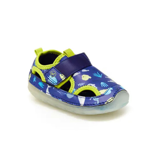 Your little one is sure to make a splash in this water-ready Stride Rite Soft Motion style.