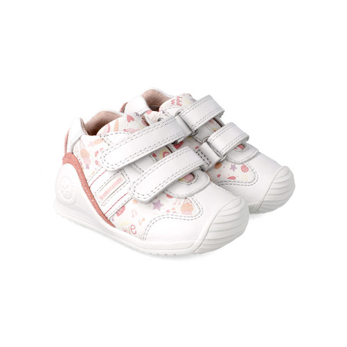 Biomechanics has been collaborating with the Institute of Biomechanics in Valencia for 13 years to develop Biogateo products - the right footwear for the first movements that a baby begins to learn to walk.