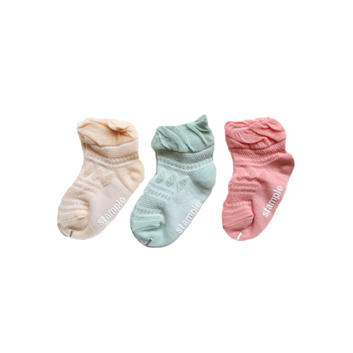 Baby socks with a cute color and transparent woven pattern.