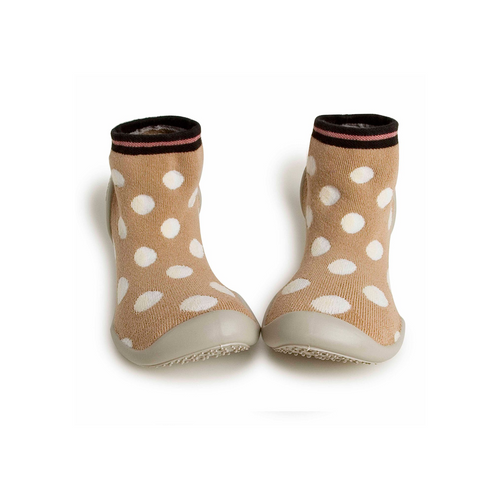 With perforated breathable soles, non-slip spikes and extra soft soles (phthalate-free) for maximum comfort.