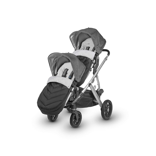 Customized for the UPPAbaby RumbleSeat, the ultra-plush RumbleSeat Cozy Ganoosh footmuff provides ultimate coverage to keep your child toasty warm in inclement weather.