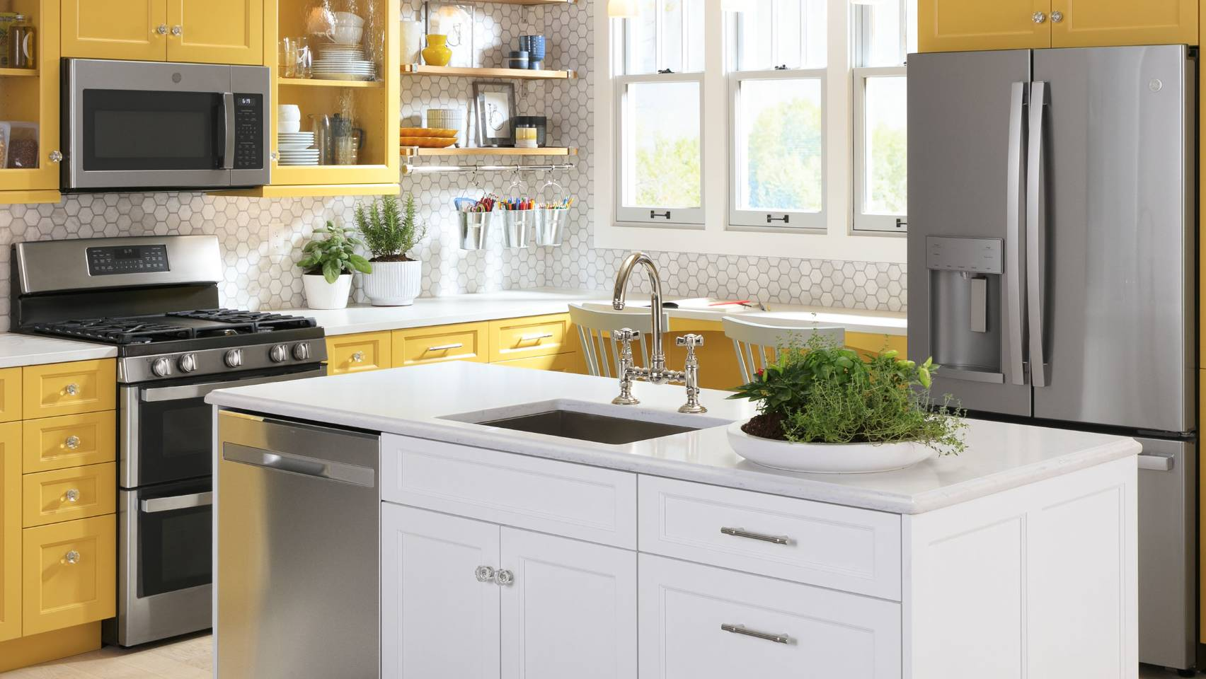 Yellow Cabinet Traditional Kitchen Design