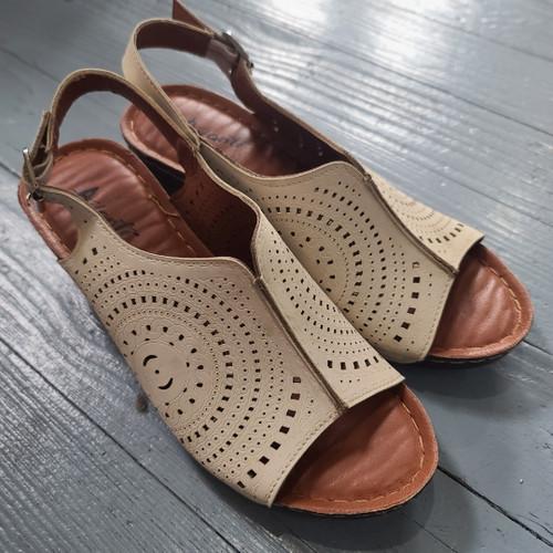 Avanti Soozy Cream Wedge Sandals