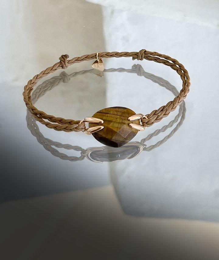 bracelet cordon, bracelet oeil tigre sur cordon et or. Bijou Cordon et pierre semi-précieuse de la Collection Envoûtante LAYONE Paris par la créatrice Morganne Bello.