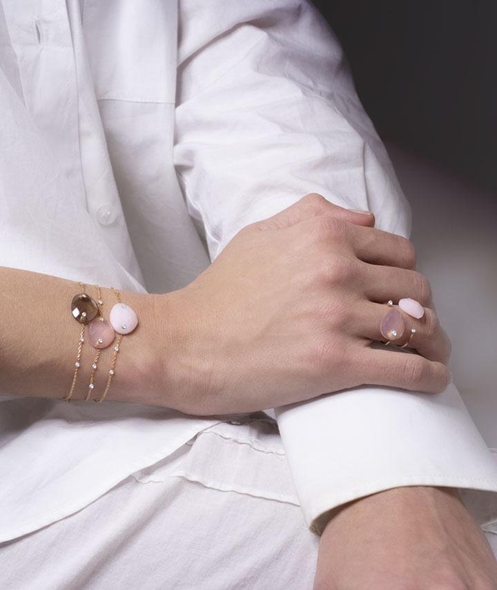 bracelets pierres semi-précieuses, bracelet quartz, bracelet opale et bracelet calcédoine, bagues pierres semi-précieuses avec diamant, bague calcédoine, bague opale. Bijoux pierres semi-précieuses de la Collection Envoûtante LAYONE Paris par la créatrice Morganne Bello.
