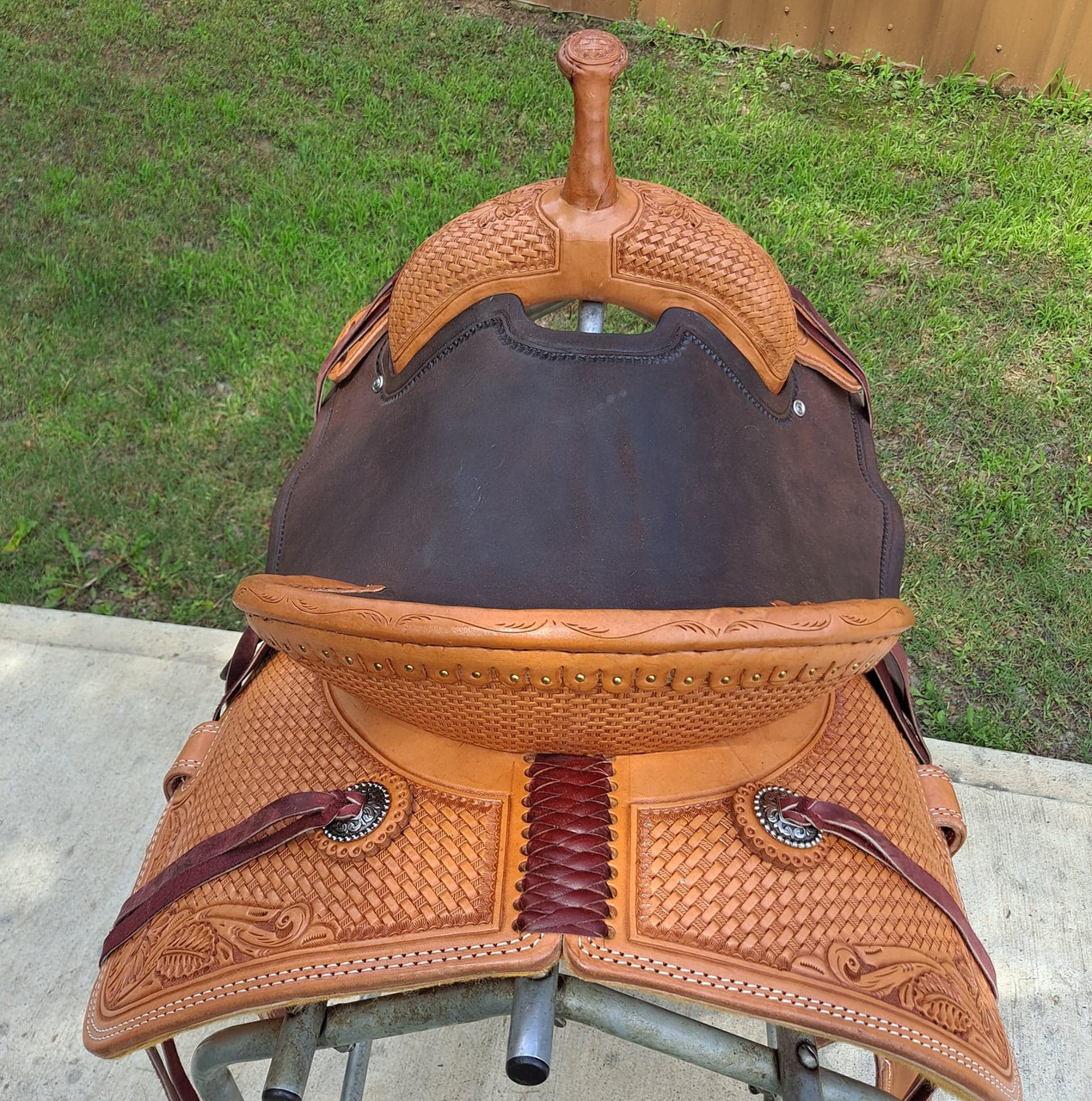 New Jackson Stock Saddle by Fort Worth Saddle Co with 15 inch seat. Light oil Hermann Oak leather with contrasting dark seat, jockeys and fenders. Roughout contact points and pencil roll seat for secure ride. Gullet size is 8.25 inch, weight is 29lbs, and skirt is 27 inch. Made in USA. Limited lifetime warranty.  S1305