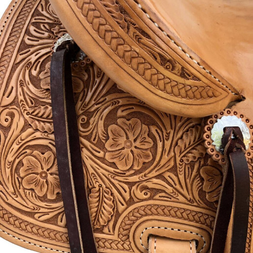 New Stock Saddle in Hermann Oak leather by Fort Worth Saddle Co with 14.5 inch seat. Fully hand tooled except slick seat and jockeys and half-tooled fenders. Gullet size is 8 inch, weight is 27lbs, and skirt is 26 inch. Made in USA. Limited lifetime warranty.  S988