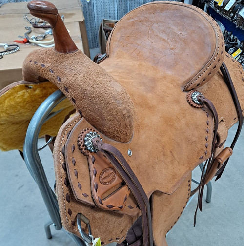 New Stock Saddle in Hermann Oak leather by Fort Worth Saddle Co with 13.5 inch seat. Full roughout with contrasting buckstitch. Clipped corner skirt. Gullet size is 7 inch, weight is 27lbs, and skirt is 26 inch. Made in USA. Limited lifetime warranty.  S989