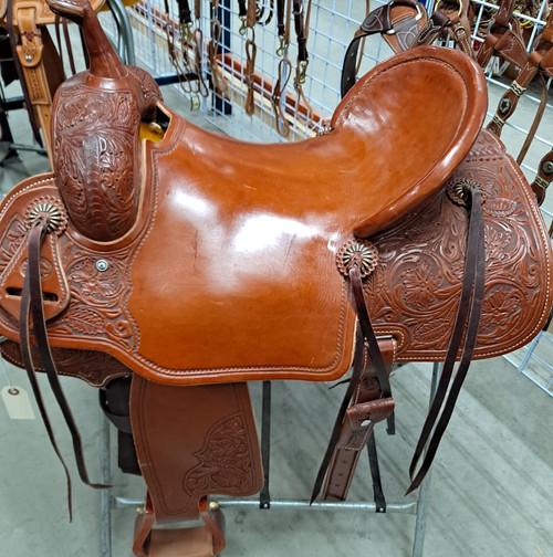 New Stock Saddle in Hermann Oak leather by Fort Worth Saddle Co with 16 inch seat. Chestnut color, slick seat. Pencil roll. Gullet size is 7.25 inch, weight is 28lbs, and skirt is 27 inch. Made in USA. Limited lifetime warranty.  S999