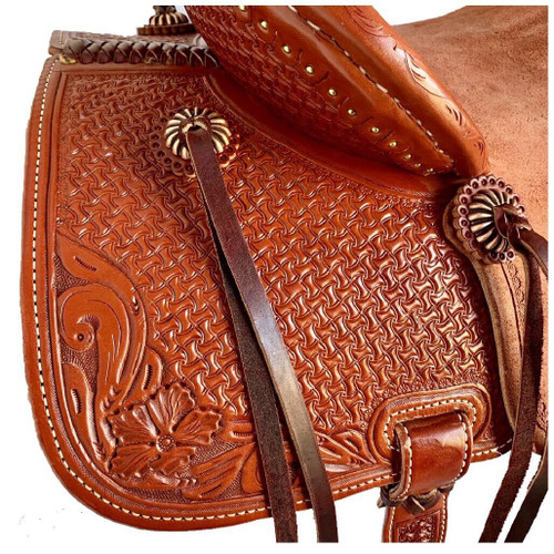 New Stock Saddle in Hermann Oak leather by Fort Worth Saddle Co with 15 inch seat. Sorrel color, pencil roll cantle. Gullet size is 7.75 inch, weight is 28lbs, and skirt is 26 inch. Made in USA. Limited lifetime warranty.  S1004