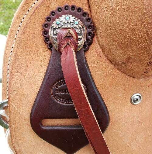 New Cheyenne Stock Saddle on J2 hog-bars tree by Fort Worth Saddle Co with 15 inch seat. Light colored full roughout. Gullet size is 7.5 inch, weight is 29lbs, and skirt is 26.5 inch. Made in USA. Limited lifetime warranty.  S1077