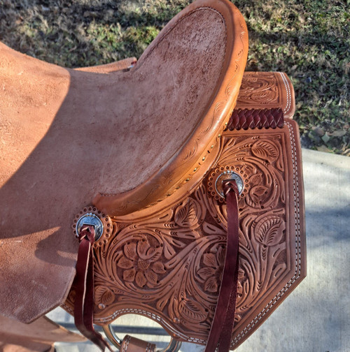 New Stock Saddle by Fort Worth Saddle Co with 15 inch seat. Hermann Oak leather. Jackson tree (hog-bars). Light oil, with roughout contact points. Floral tooled pommel and skirt. Clipped edge skirt. Gullet size is 705 inch, weight is 29lbs, and skirt is 26.5 inch. Made in USA. Limited lifetime warranty.  S1193