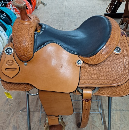 New Roping Saddle by Fort Worth Saddle Co with 14 inch padded leather seat, in-skirt front rigging, slick jockeys and fenders. Hand-tooled pommel, skirts, chasis and cheyenne roll. Gullet size is 6 inch. Made in USA. Limited lifetime warranty.  S624