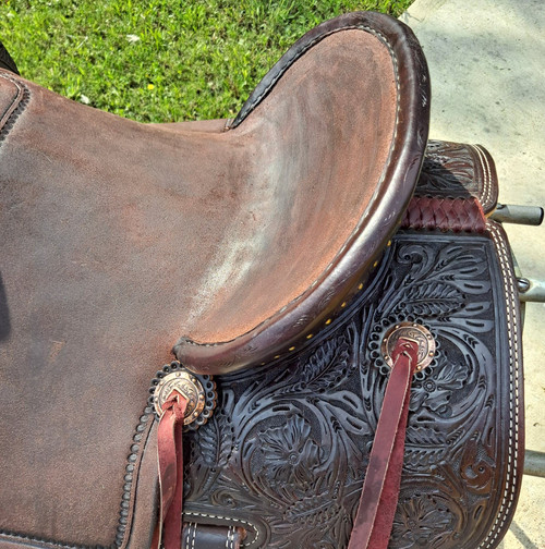 New Jackson Stock Saddle by Fort Worth Saddle Co with 14 inch seat. Dark Hermann Oak leather. Roughout pencil roll seat and jockeys, hand-tooled fenders, pommel, and skirt. Gullet size is 8.25 inch, weight is 27lbs, and skirt is 25.5 inch. Made in USA. Limited lifetime warranty.  S1306