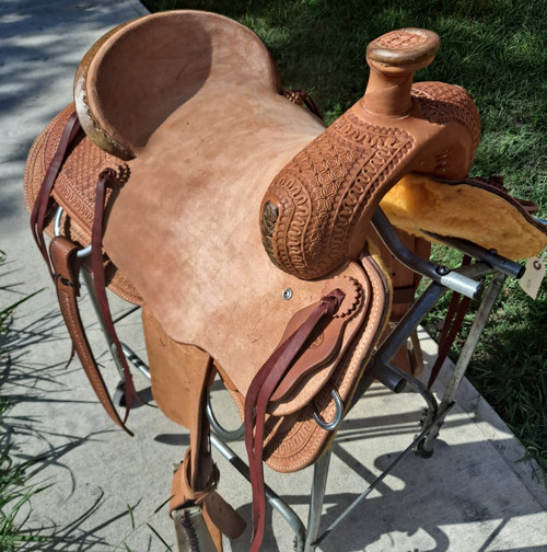 New Ranch Saddle by Fort Worth Saddle Co with 16 inch seat. Roughout hard seat with Cheyenne roll cantle. Six gear strings. Gullet size is 7 inch, weight is 33lbs, and skirt is 27 inch. Made in USA. Limited lifetime warranty.  S1320