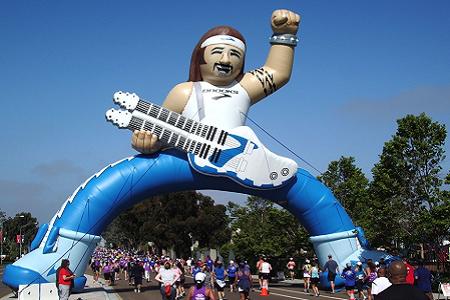 33-brooks-running-inflatable-rocker-raceway-arch.png