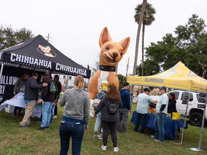 biggerthanlife-gallery-chihuahua-cerveza-event-inflatable-dog.jpg