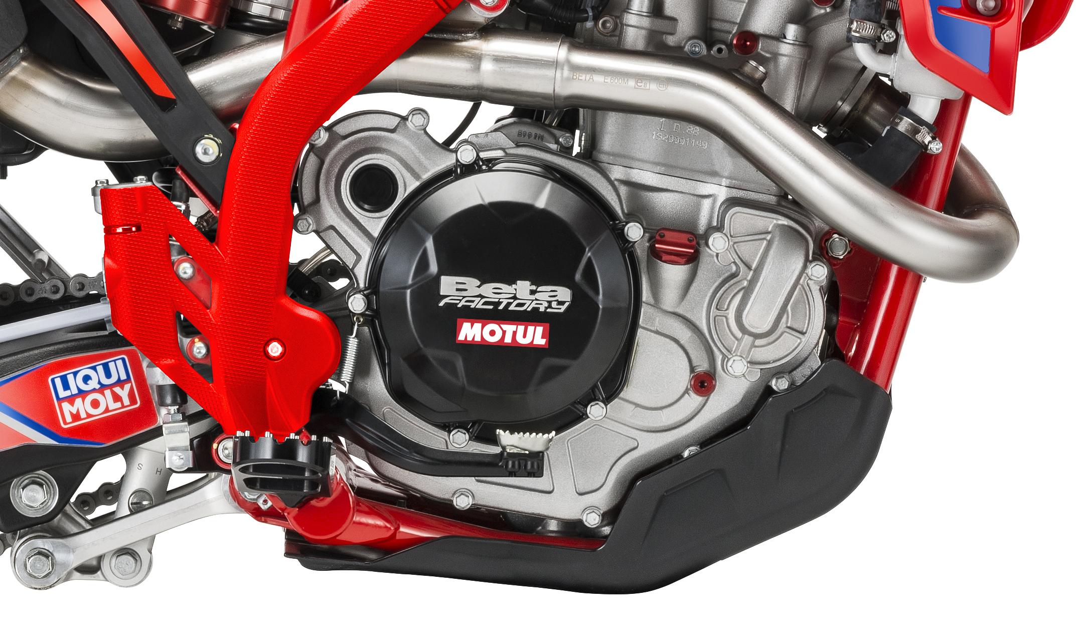 rr-race-edition-4-stroke-right-side-engine.jpg