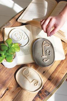 Set Of 3 Ceramic Abstract Face Platters (CDV2111)