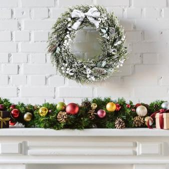 "24"" Snowy Artificial Christmas Pe Wreath With Pine Cones (CM23725)"
