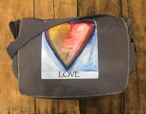 Espiritu de la tierra (spirit of the land) Heart Messenger Bag