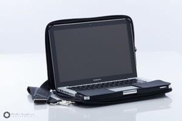 Hybrid Messenger-Case for Macbook Air / Macbook Pro