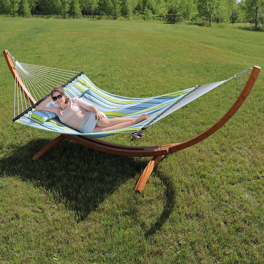 Sunnydaze Quilted Double Fabric 2-Person Hammock with Curved Arc Wood Stand, 400 Pound Capacity