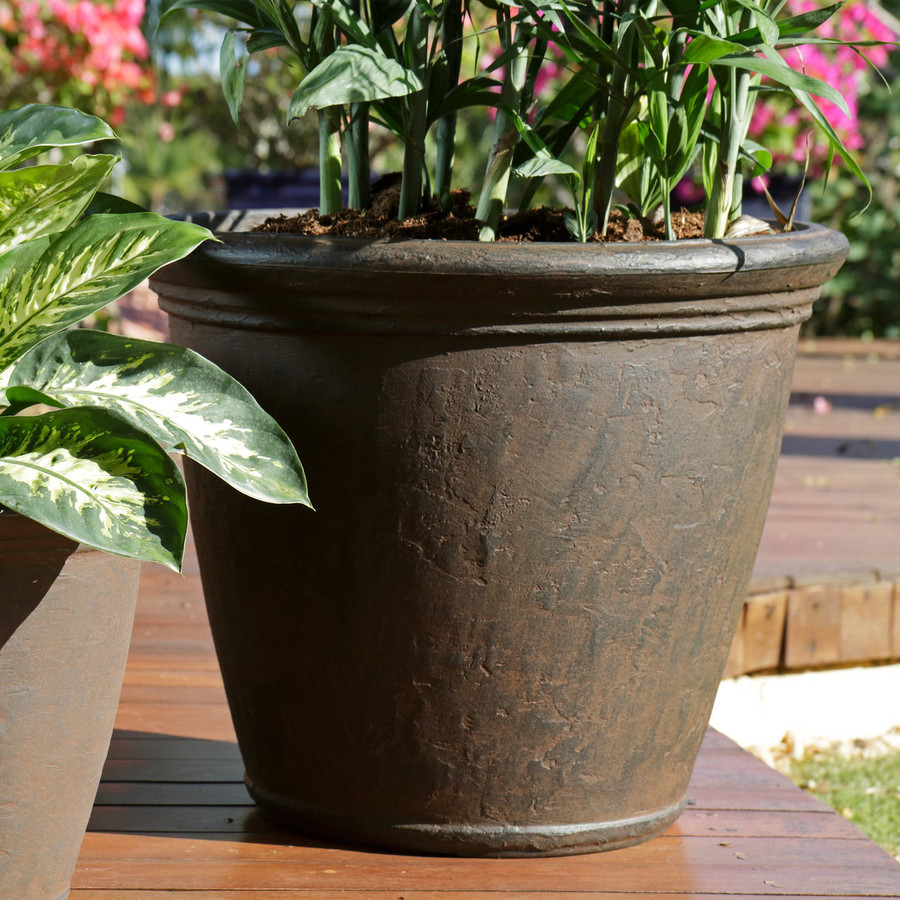 Anjelica 24-Inch Diameter Planter with Rust Finish