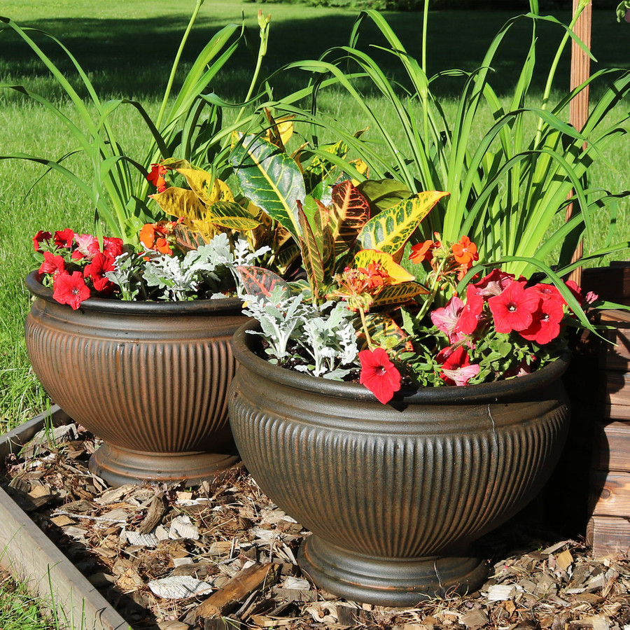 Elizabeth 16-Inch Diameter Planter in Rust, Set of 2