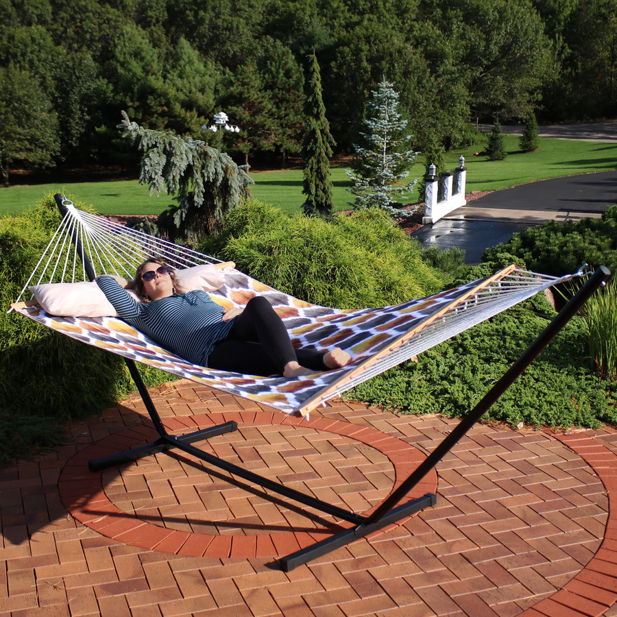 Sunnydaze 2-Person Freestanding Quilted Fabric Spreader Bar Hammock, Choose from 12 or 15 Foot Stand, Gold and Bronze Quatrefoil