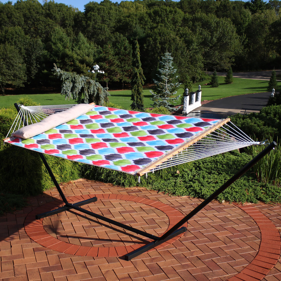 Sunnydaze 2-Person Freestanding Quilted Fabric Spreader Bar Hammock, Choose from 12 or 15 Foot Stand, Vivid Multi-Color Quatrefoil