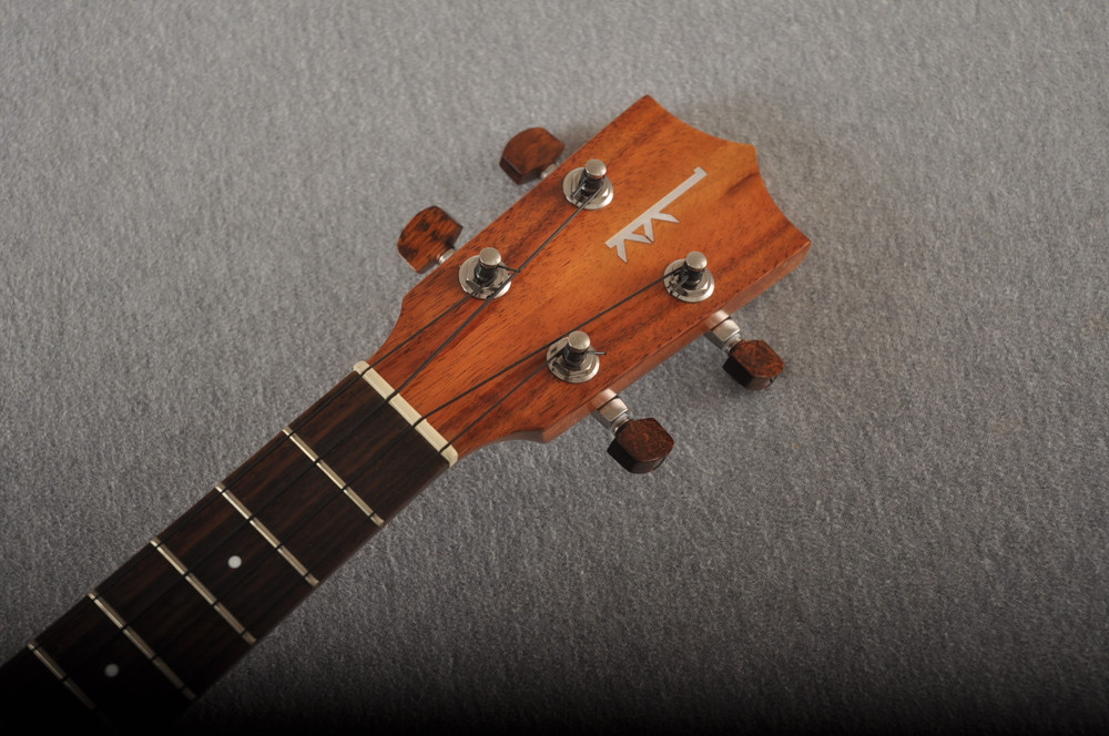 Kamaka HF-3 Tenor Ukulele Made In Hawaii - Hawaiian Koa - 201199 - View 3