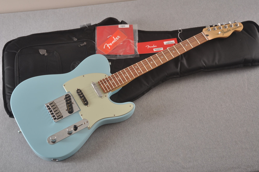 Fender Deluxe Nashville Tele - Daphne Blue Telecaster - View 2
