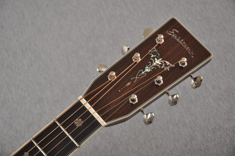 Eastman E40OM Acoustic Guitar Orchestra Model Adi Top Sunburst - View 3
