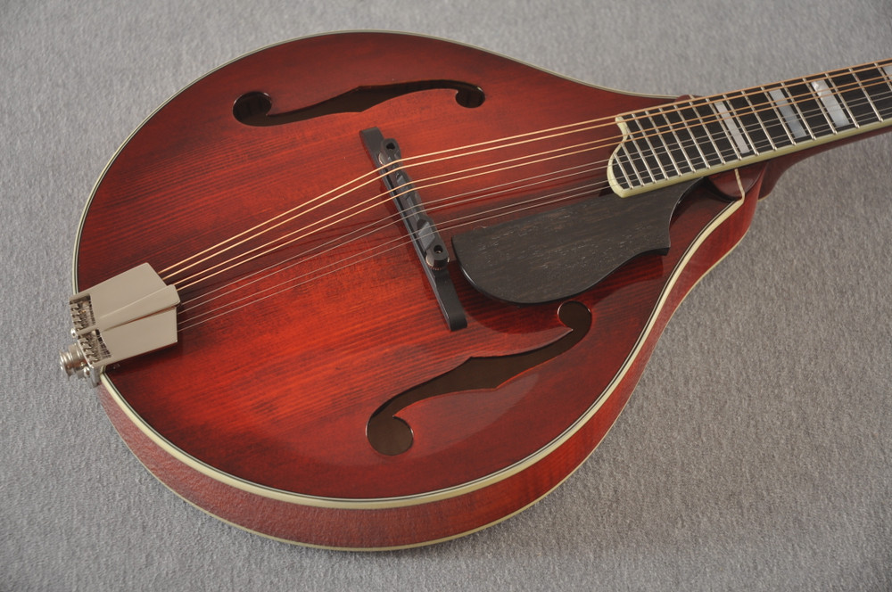 Eastman Mandolin MD605 Electric Pickup With Solid Spruce Top