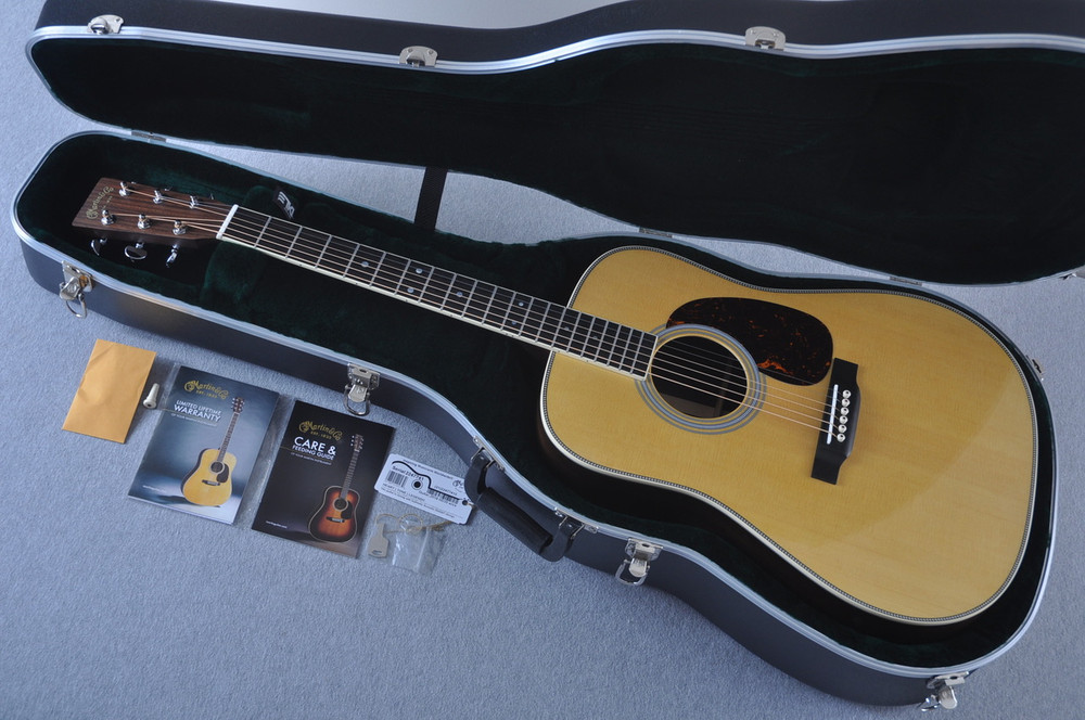 Martin HD-35 Dreadnought Standard Acoustic Guitar #2247741