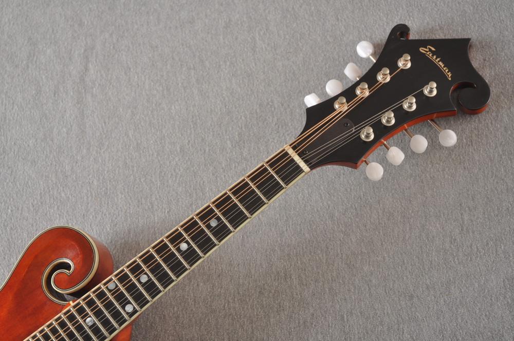 Eastman MD515/V-AMB Mandolin F Style Solid Spruce Top Ebony Board - View 3