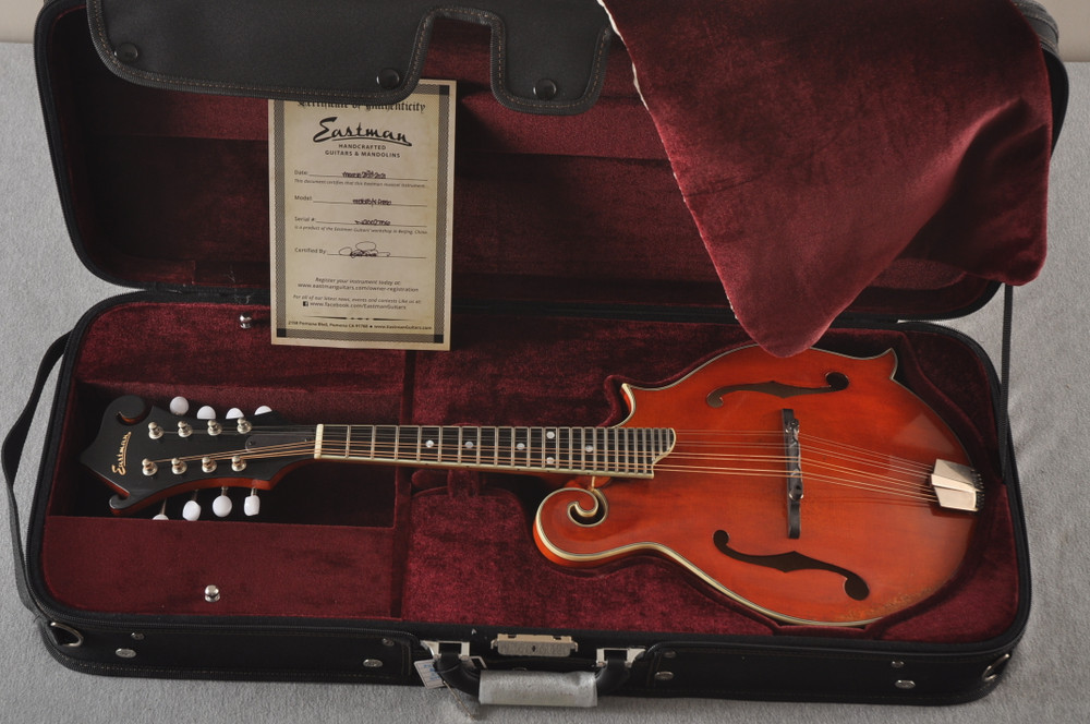 Eastman MD515/V-AMB Mandolin F Style Solid Spruce Top Ebony Board - View 2