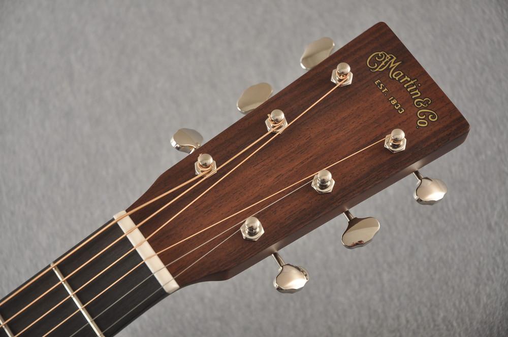 Martin Custom 00 Style 18 Adirondack Spruce Ambertone Acoustic #2260971 - Headstock